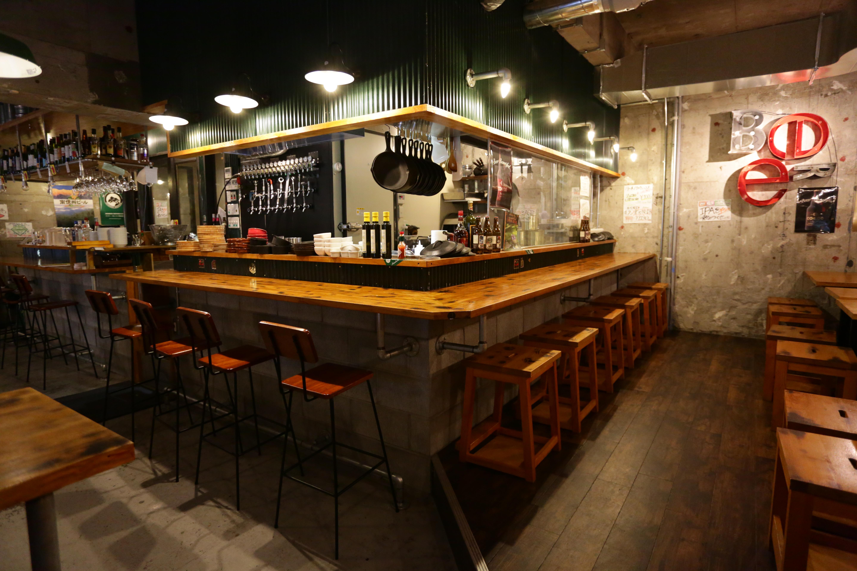 クラフトビール飲み放題と牛タンとの2枚看板で、コスパ抜群の大繁盛店に。