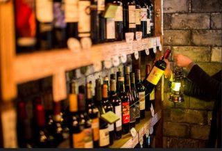 鍵にランタンにワイン倉庫?店内にボトルワイン一切なし!! 居酒屋業態から肉ビストロ業態へ進出