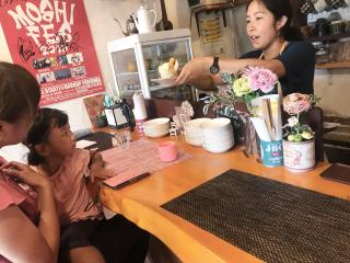 都会の片隅でお母さんたちの井戸端会議カフェ