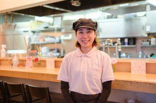 【新宿 小麦と肉 桃の木】働くスタッフは全員女性